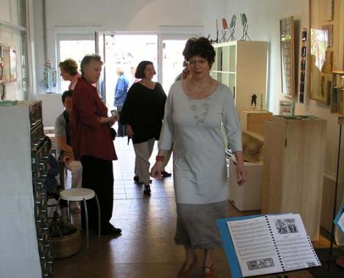 beate-kuchs-im-atelier-in-hottenbach