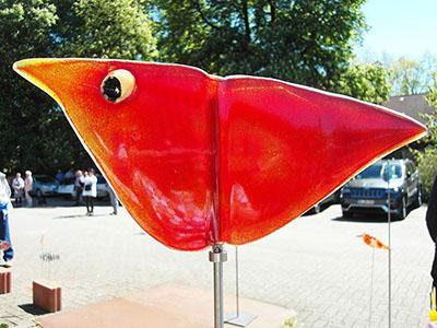 glaskunst-gartenvogel-rotes-huhn