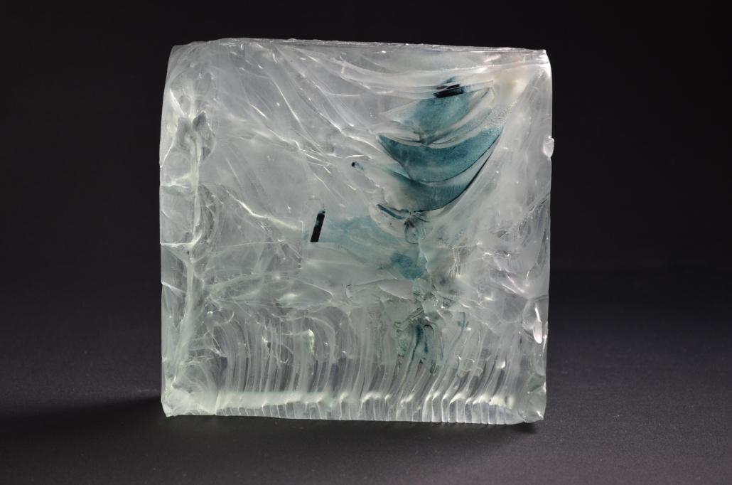 Glasskulptur-Kuchs-Wasserblock-etwas-blau