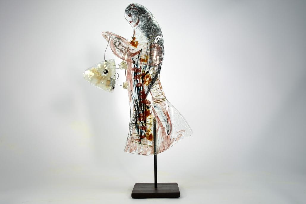 Glasskulptur-Fischerin mit Fang-Beate Kuchs